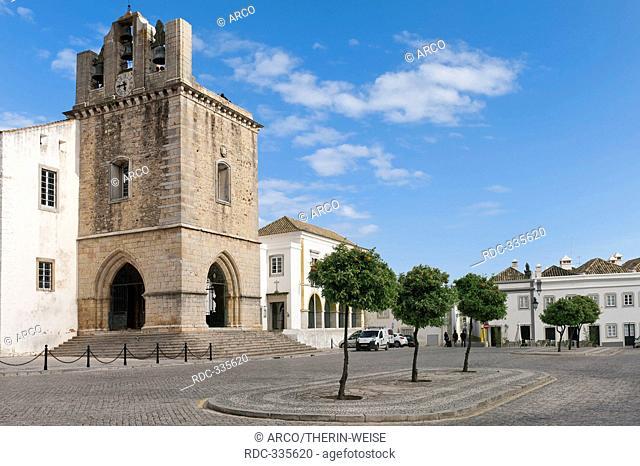 Cathedral, square Largo da Se, Faro, Algarve, Portugal / Praca da Se