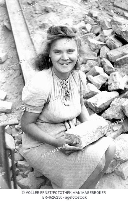 Smiling Debris Woman with Stone, ca. 1945/1946, Leipzig, Germany
