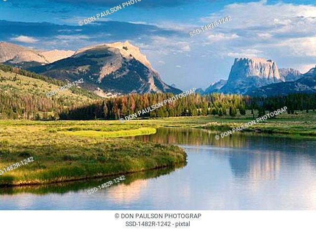 Mountain peak overlooking a river, Green River, Squaretop Mountain, Bridger-Teton National Forest, Wyoming, USA