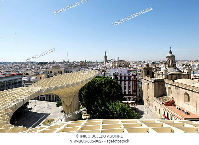METROPOL PARASOL BY J MAYER H ARCHITECTS IN SEVILLA SPAIN. Detail showing skywalk on roof with the Giralda and the city in the background, SEVILLA, SPAIN