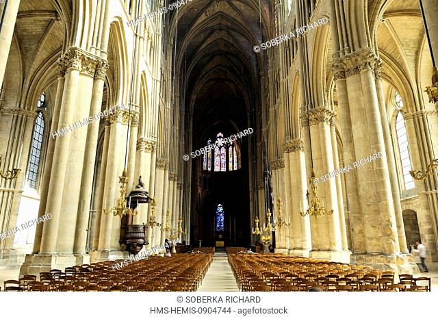 France, Marne, Reims, Notre Dame Cathedral listed as World Heritage by UNESCO, central nave leading to the altar