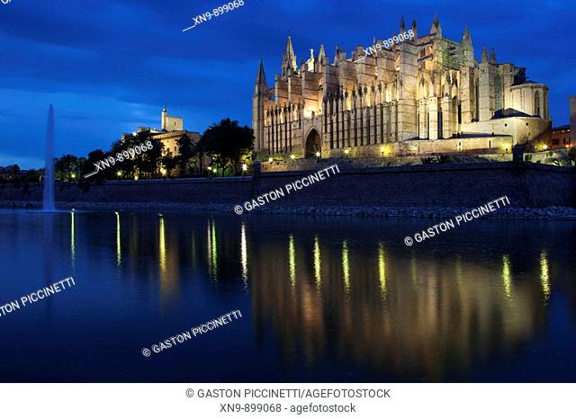 Cathedral at night, Palma de Mallorca, Spain