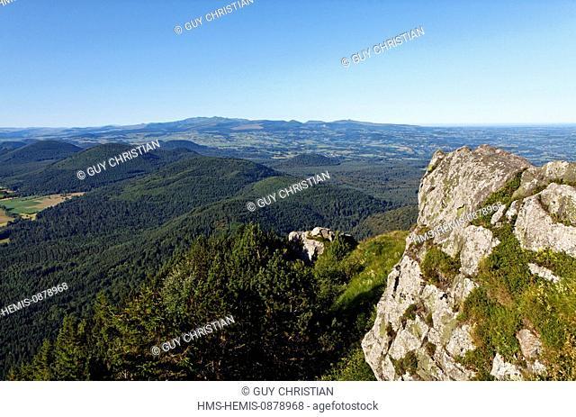 France, Puy de Dome, Parc Naturel Regional des Volcans d'Auvergne (Natural regional park of Volcans d'Auvergne), views of the volcanoes and the Sancy from the...