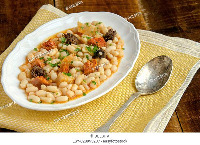 Beans with chorizo ??and morcilla