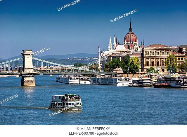 Szechenyi Lanchidr, Budapest, Hungary