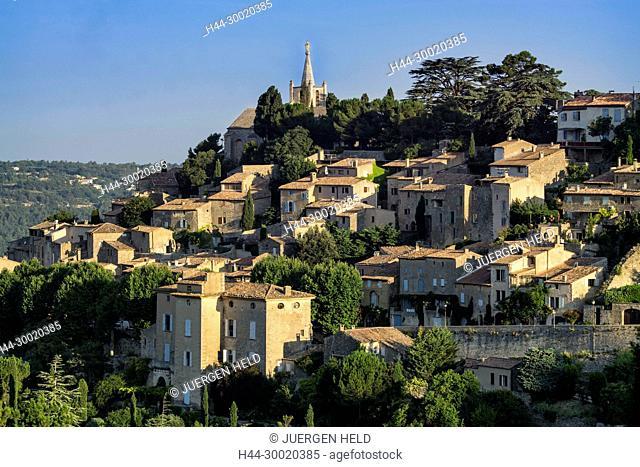 France, Alpes-de-Haute-Provence, Luberon, The Village of Bonnieux, Chruch, background Lacoste, Provence