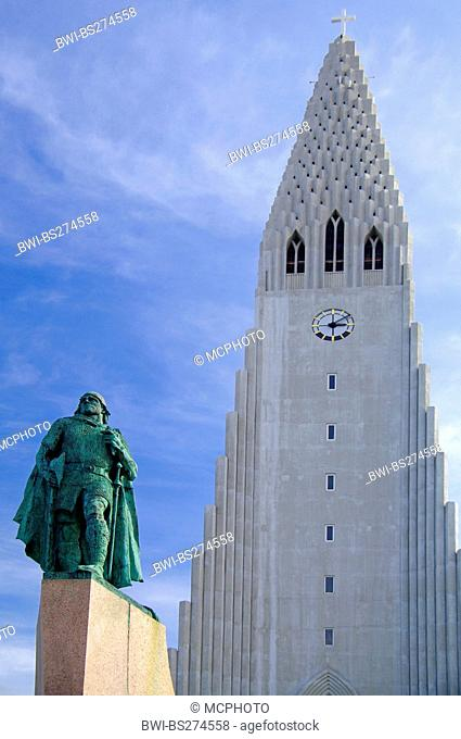 church Hallgrimskirkja with skulpture of Leifur Eiriksson, Iceland, Reykjavik