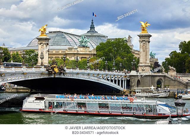 Pont Alexandre III, Tourist boat, River Seine, Grand Palais, Paris, France