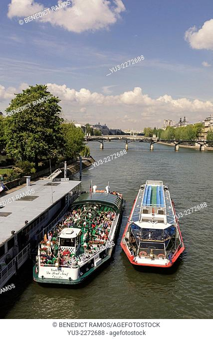 Tourist sightseeing boats on Riverf Seine, Paris, France