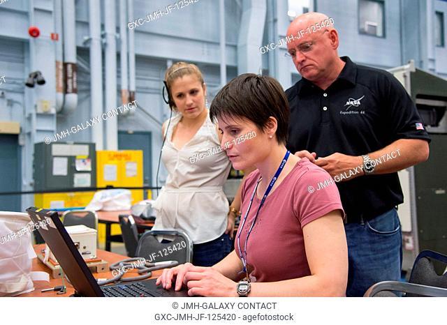 European Space Agency astronaut Samantha Cristoforetti, Expedition 4243 flight engineer; and NASA astronaut Scott Kelly, Expedition 43 flight engineer