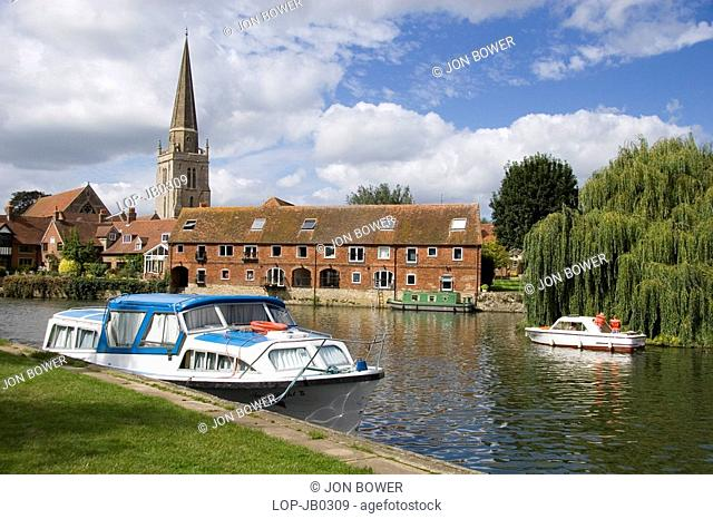 England, Oxfordshire, Oxford, Leisure boats on the Thames at Abingdon. Abingdon was home to the Morland Brewery, whose most famous ale was Old Speckled Hen