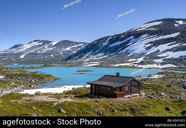 Turquoise lake and mountains, cabin on the Norwegian Landscape Route, Gamle Strynefjellsvegen, between Grotli and Videsæter, Norway, Europe