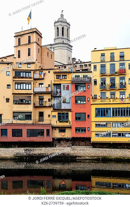 Onyar river, colorful houses, Sant Feliu church and cathedral, Girona, Catalonia, Spain, Europe