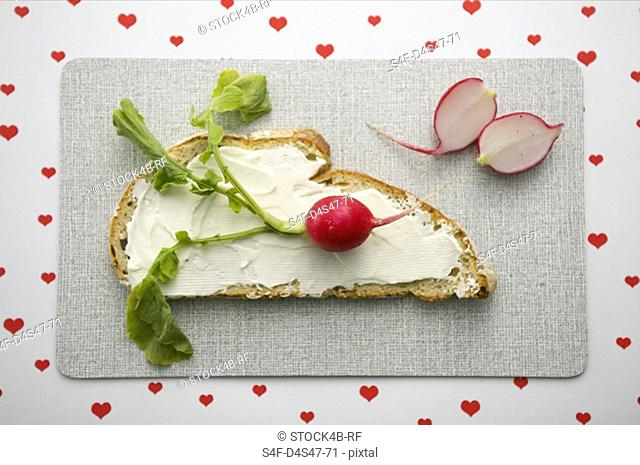 Bread with cream cheese and radish
