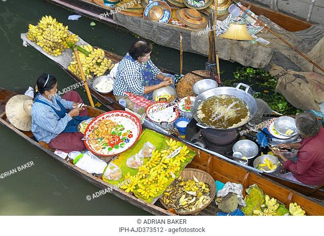 Scene at the floating market at Damnoen Saduak