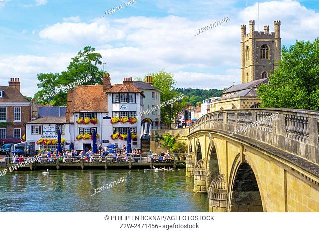 Bridge over River Thames to Angel Pub and St Mary the virgin church
