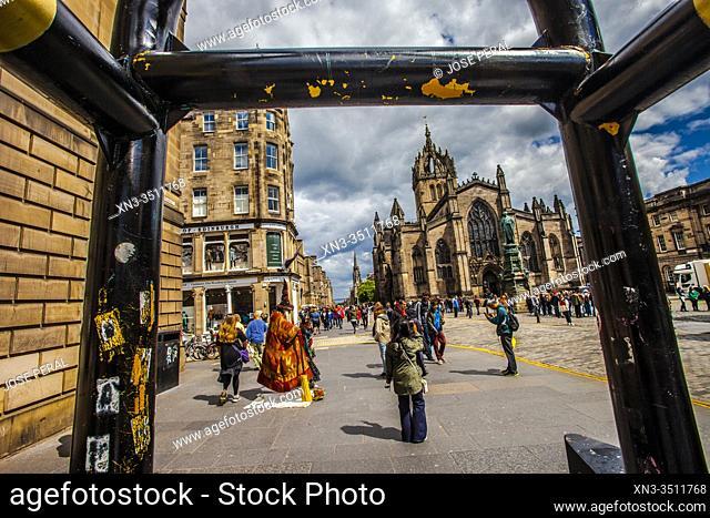 Wizard street performer Gandalf, St Giles' Cathedral, or the High Kirk of Edinburgh, Royal Mile, High Street, Old Town, Edinburgh, Scotland, United Kingdom