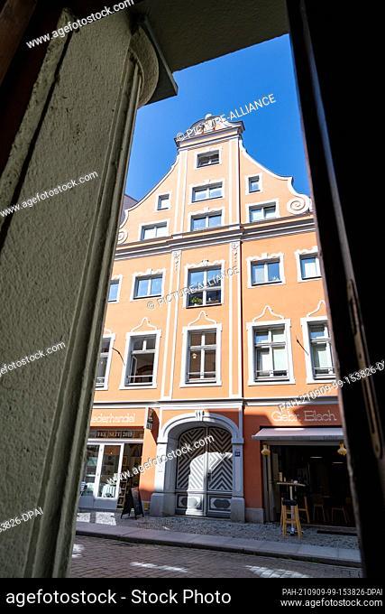 08 September 2021, Mecklenburg-Western Pomerania, Stralsund: View of a renovated house in Heilgeiststraße in the historic old town of Stralsund
