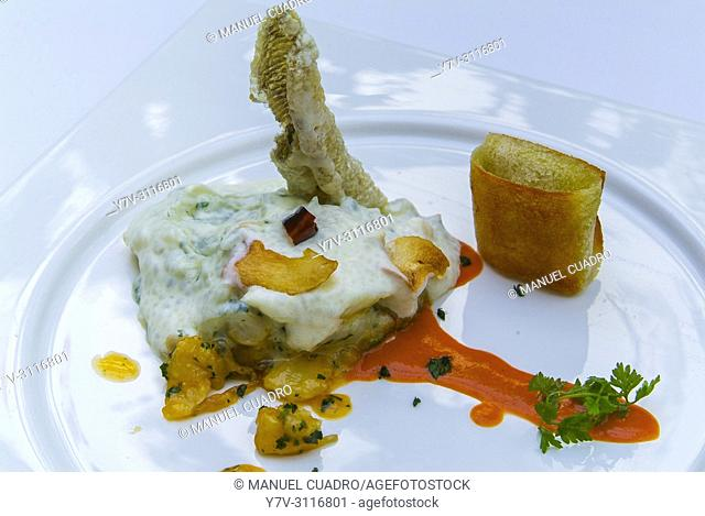 Plato de Callos, cocochas y láminas de bacalao (tripe, hake cheeks and cod sheets). Restaurante Túbal. Tafalla, Navarre, Spain