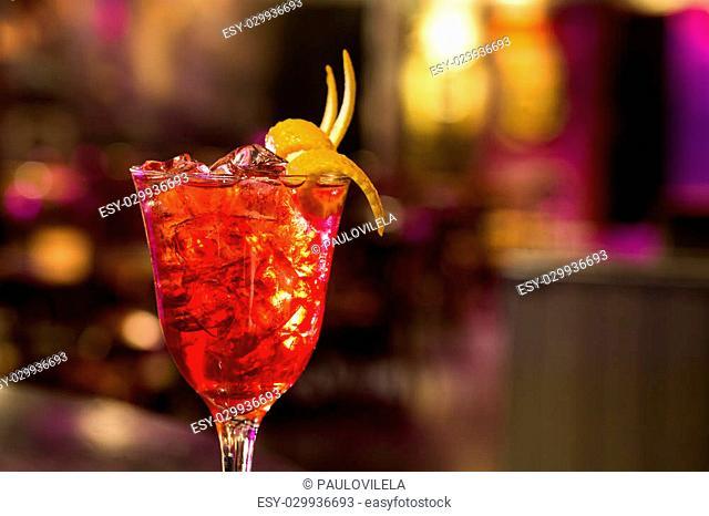 Sangria in glas - orange, lemon and lime slices, sugar, dark bar background