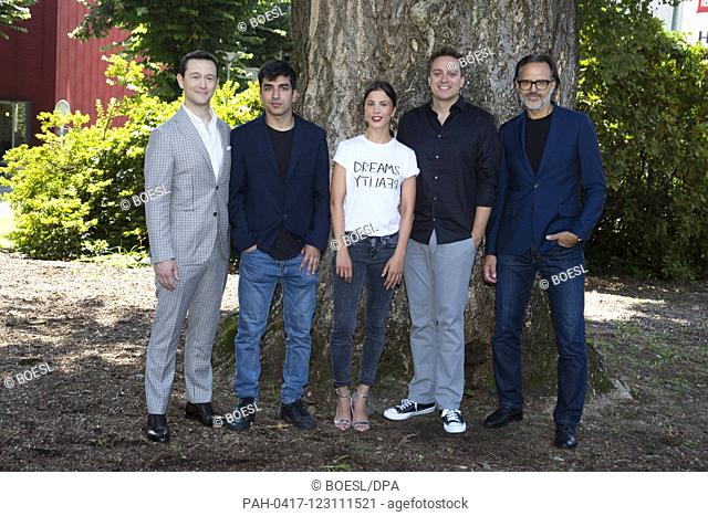 Joseph Gordon Lewitt (l-r), Omid Memar, Aylin Tezel, Patrick Vollrath and Carlo Kitzlinger pose at the photocall of '7500' during the Film Festival in Locarno