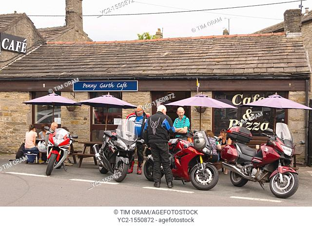 Motorbikes outside the Penny Garth Cafe in Hawes in Wensleydale in North Yorkshire , England , Britain , Uk