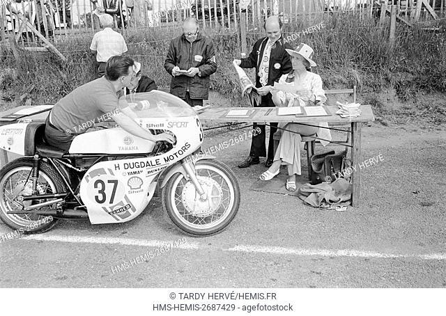 Royaume-Uni, Ile de Man, TT-1973, Tourist Trophy, Noble's Park, chambre d'appel, scrutineering, première étape avant le départ