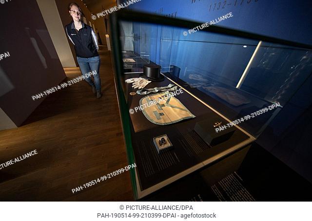 "13 May 2019, North Rhine-Westphalia, Lichtenau: The scientific museum volunteer Rebecca Schmidt looks in the exhibition """"Conspiracy theories in former times..."