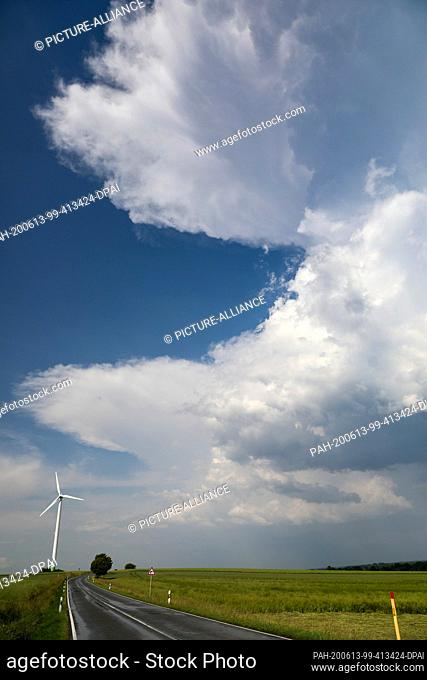 13 June 2020, Saxony, Waldenburg: Thunderclouds are moving over the country. In the afternoon heavy thunderstorms are predicted for the region