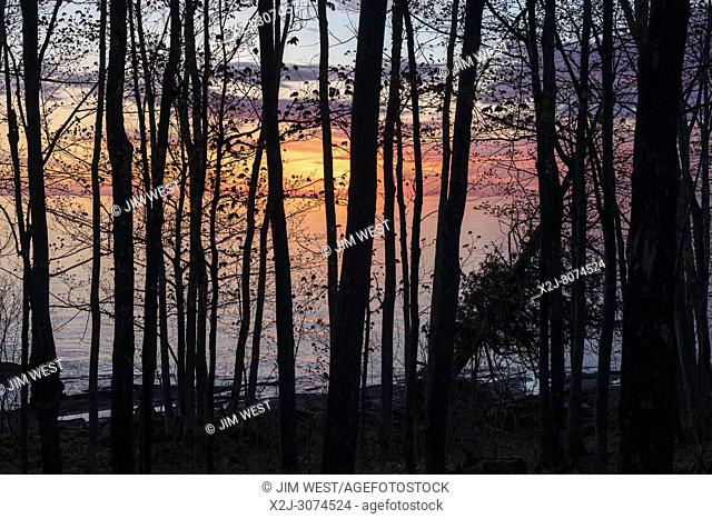 Ontonagon, Michigan - Sunrise over Lake Superior at Porcupine Mountains Wilderness State Park