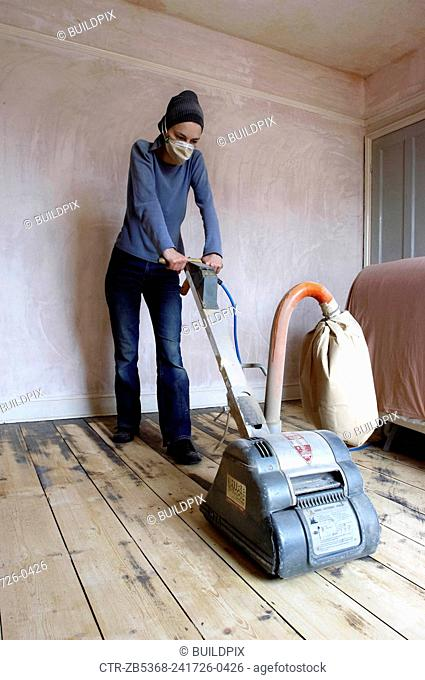 Sanding floor boards with an electric sander