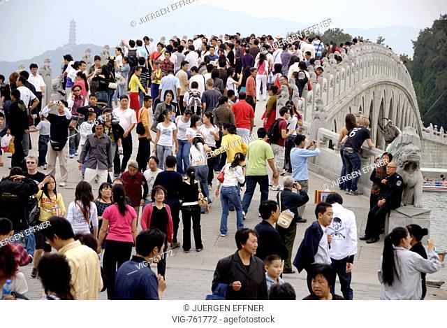 CHINA, BEIJING, 03.10.2007, Tourists on the Seventeen-Arch Bridge over the Kunming Lake. - BEIJING, CHINA, 03/10/2007