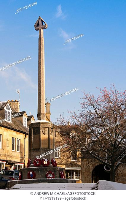 WAR MEMORIAL WITH REMEMBRANCE DAY POPPY WREATHS IN CHIPPING CAMPDEN GLOUCESTERSHIRE UK