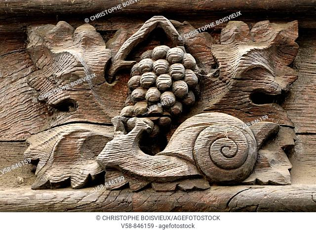 Mediaeval house with sculpted facade representing 2 strong symbols of Burgundy, snails and grapes, rue de la Verrerie, Dijon, Cotes d'Or, France