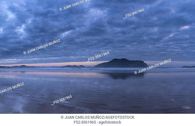 Mount Buciero from La Salvé beach, Marismas de Santoña, Victoria y Joyel Natural Park, Laredo, Cantabrian Sea, Cantabria, Spain, Europe