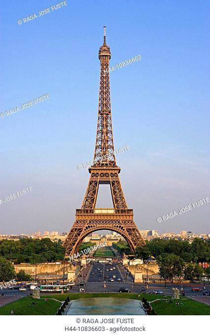 France, Europe, Paris, city, Eiffel Tower, Champ de Mars, View, from Palais de Chaillot, square, evening