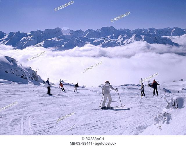 Austria, Tyrol, Zillertal, cell,  Skigebiet, track, skiers  Europe, highland, mountains, clouds, Zillertaler Alps, winter sport, winter sport area, Skipiste