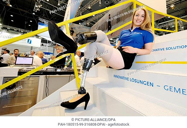 15 May 2018, Germany, Leipzig: Lisa Brockschmidt showing height-adjustable foot prostheses that allow the wearing of prostheses in heel shoes during the...