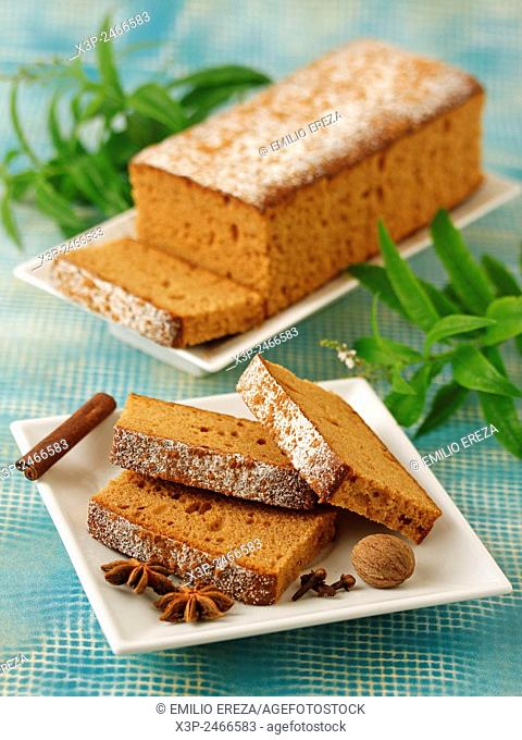 Sponge cake with honey and spices