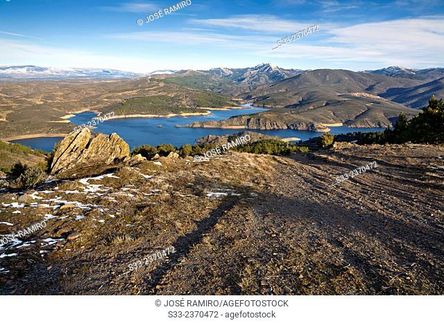 Atazar reservoir and Cabra peak from the Cabeza cliff in the Sierra Norte. Patones. Madrid. Spain. Europe