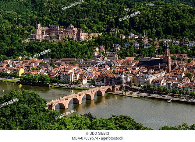Germany, Baden-Württemberg, Odenwald, Heidelberg, Old Town, Castle, Heiliggeistkirche (church) and Old Bridge, view from Philosophenweg