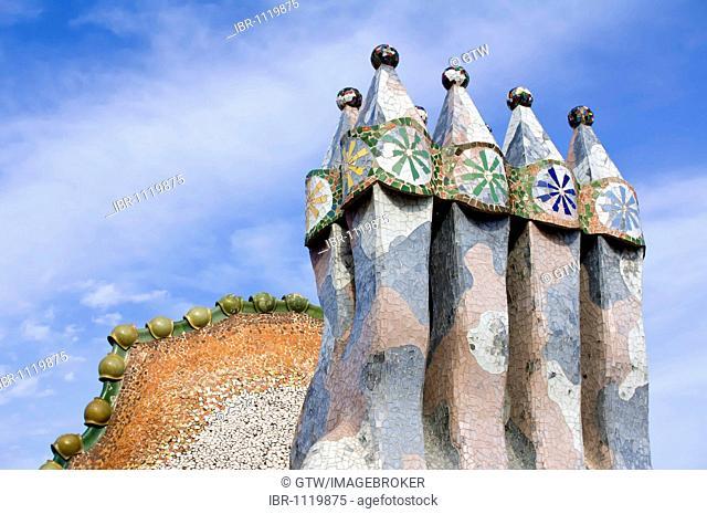Casa Batlló, Unesco World Heritage Site, chimneys on the roof, Antonio Gaudi architect, Eixample District, Barcelona, Catalonia, Spain