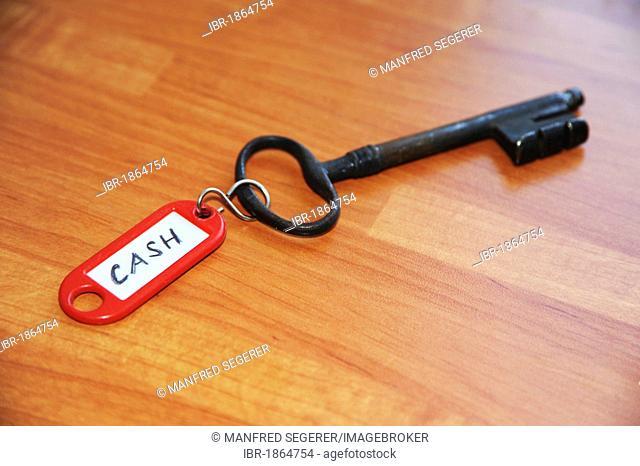 Cash key, key to safe or vault
