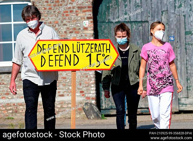 25 September 2021, North Rhine-Westphalia, Lützerath: The last farmer in the open pit village of Lützerath, Eckhardt Heukamp (l-r) and climate activists Luisa...