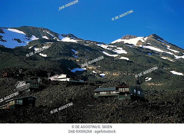 Houses on Mount Ruapehu, Tongariro national park (UNESCO World Heritage List, 1993), New Zealand