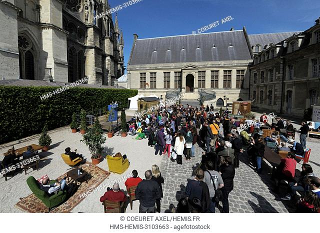 France, Marne, Reims, people watching a spectacle in Tau palace court