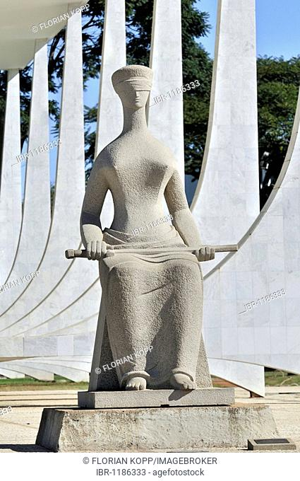 Statue of a blindfolded Justice in front of the building of the Brazilian Supreme Court, architect Oscar Niemeyer, Brasilia, Distrito Federal state, Brazil