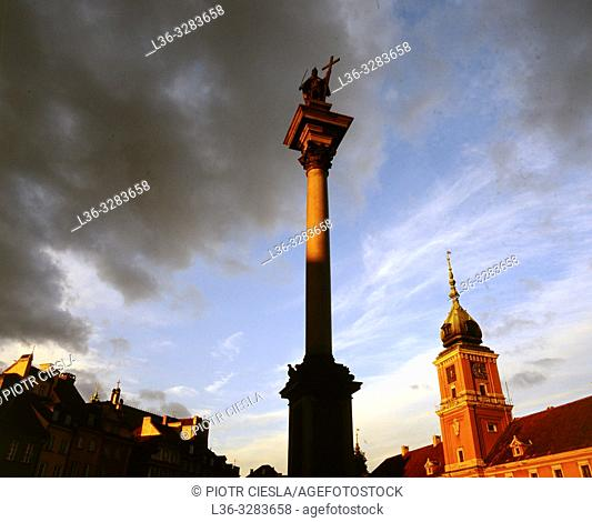 Poland. Warsaw. Old Town. Kings Castle and monument to king Wladyslaw III the king which transfered the capitol from Cracow to Warsaw