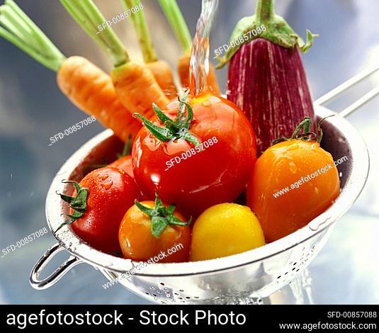 Washing vegetables in sieve