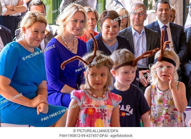dpatop - 12 August 2019, Mecklenburg-Western Pomerania, Schwerin: Franziska Giffey (SPD, l), Federal Minister of Family Affairs, Manuela Schwesig (SPD, M)
